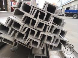 Thép chữ U thường được sử dụng làm dầm chịu uốn, xà gồ mái chịu uốn xiên hoặc cũng có thể được dùng làm cột, làm thành dàn cầu