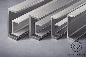 thép hình U được sử dụng phổ biến: Thép hình U, thép U50, U65, U75, U80, U100, U120, U125, U150, U160, U180, U200, U250, U300, U400… đây là những sản phẩm được sản xuất theo tiêu chuẩn quốc tế được ứng dụng rộng rãi trong sản xuất công nghiệp và xây dựng hiện nay.