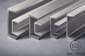Thép hình U là một loại thép kết cấu với đặc trưng mặt cắt của nó theo chiều ngang giống hình chữ C hoặc chữ U, với phần lưng thẳng được gọi là thân và 2 phần kéo dài được gọi là cánh ở trên và dưới. Thép hình U là thép được sản xuất với những đặc tính kỹ thuật riêng biệt như độ cứng cao, đặc chắc, độ bền bỉ cao, chịu được va chạm lớn, rung lắc mạnh, phù hợp với các công trình cụ thể.