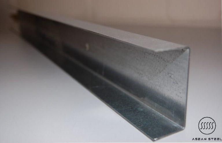 Thép U (Sắt U) là loại thép có tạo hình giống hình chữ U được sử dụng phổ biến trong lĩnh vực xây dựng