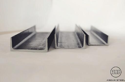 thép U có hai loại chính là: sắt thép u mạ kẽm và sắt thép u mạ kẽm nhúng nóng. Mỗi loại sở hữu những ưu điểm và hạn chế riêng, nên tùy theo mục đích sử dụng mà khách hàng lựa chọn loại sắt thép U phù hợp nhất.